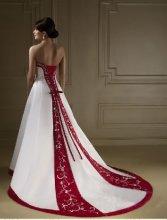 Dámské svatební šaty vyšívané
